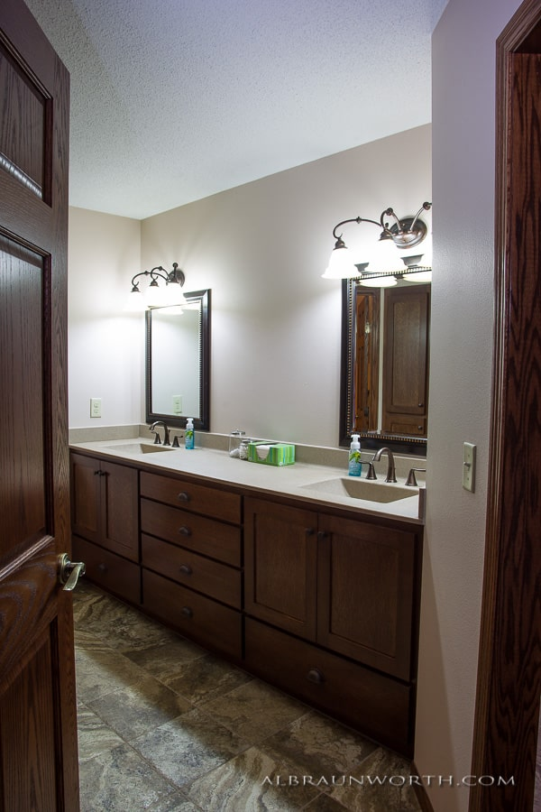 Doorway viewing vanity