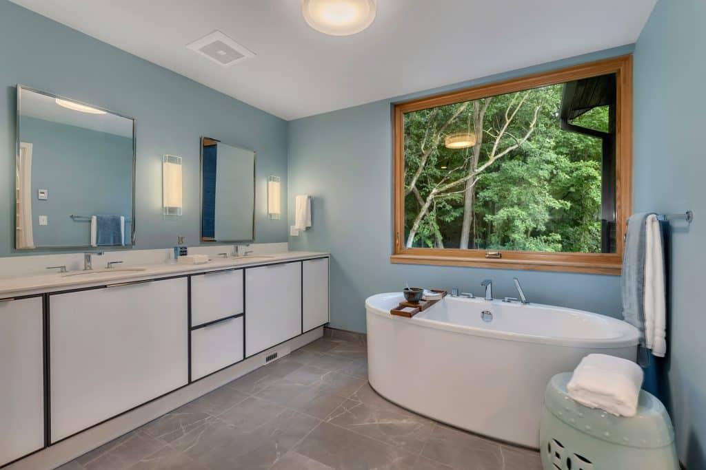 2018 Tour of Homes Master Bath Tub